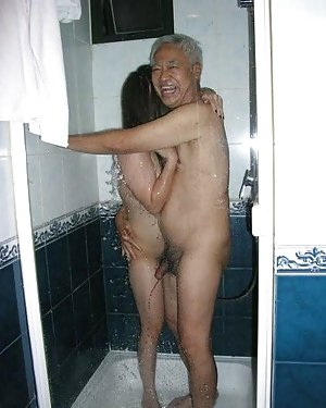 Chinese in Shower Porn Pics