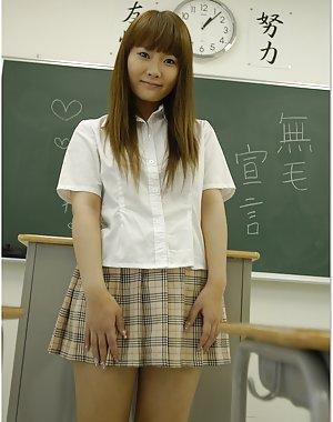 Chinese Schoolgirl Porn Pics