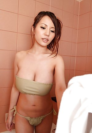 Chinese in Bath Porn Pics