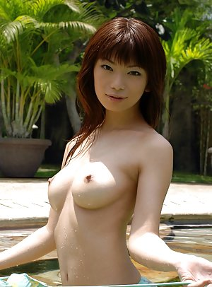 Chinese in Pool Porn Pics