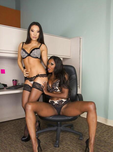 Interracial Lesbian Porn Pics