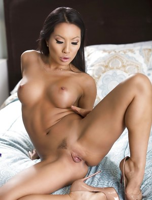 Chinese Brunette Porn Pics